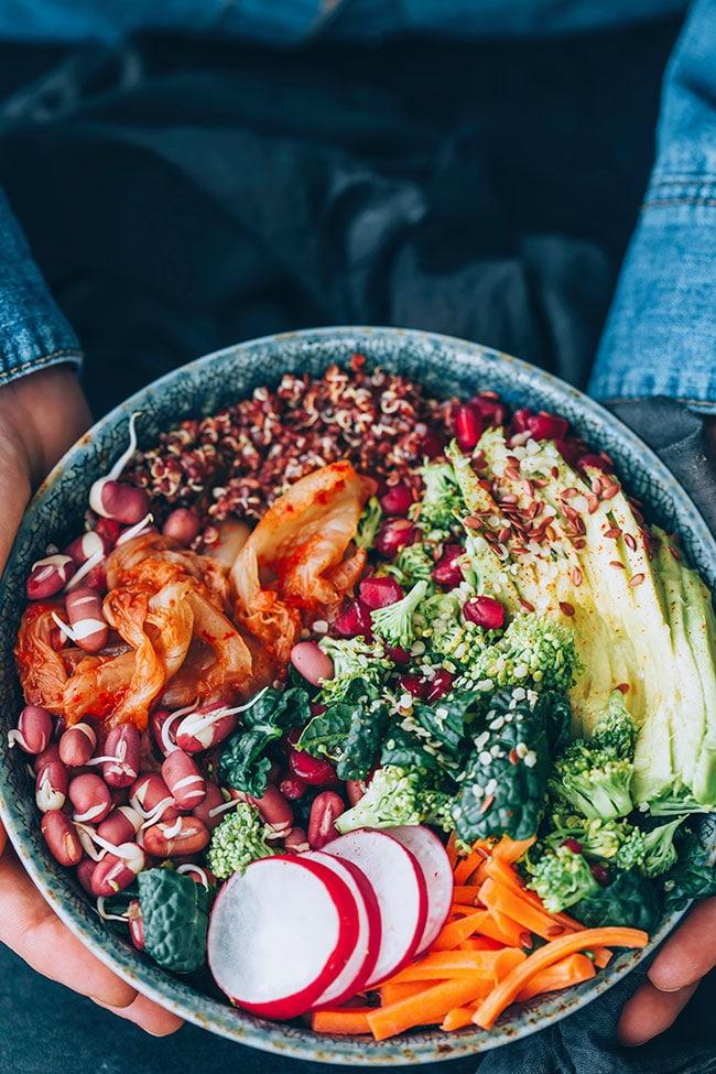Nourishing salad bowl #hormonebalance #healthy #detox #salad | TheAwesomeGreen.com
