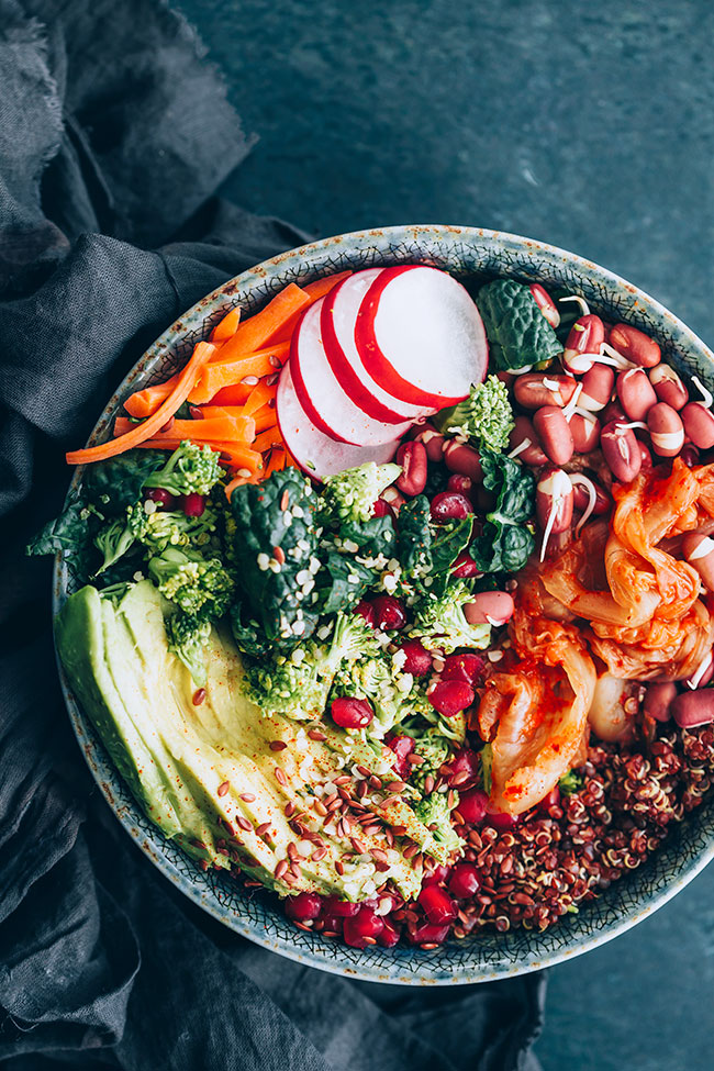 Superfood salad with hormone balancing ingredients: quinoa, sprouted adzuki, kimchi, pomegranate and kale #hormonebalance #detox #adzuki #sprouted #salad | TheAwesomeGreen.com