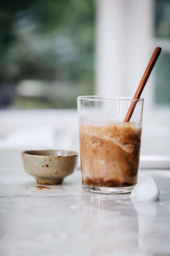 Very simple coffee protein shake with hemp and banana #icedcoffee #proteinshake #vegan | TheAwesomeGreen.com