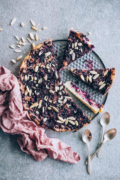 Crustless blueberry semolina pie #dessert #blueberry #pie #blueberrypie #cake #vegetarian #foodphotography | TheAwesomeGreen.com