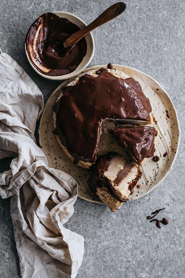 Ice-cream cake with chocolate ganache #chocolate #ice-cream #summer #cake #vegetarian | TheAwesomeGreen.com