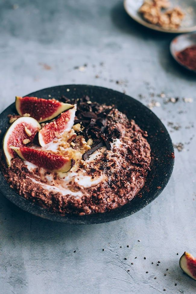 Figs and chocolate overnight oats #breakfast #healthy #oats #detox #autumn | TheAwesomeGreen.com