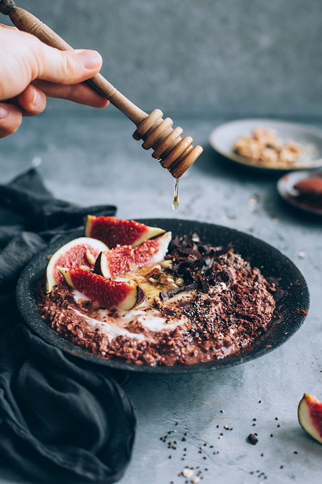 Protein packed chocolate overnight oats #breakfast #oats #healthy #detox   TheAwesomeGreen.com