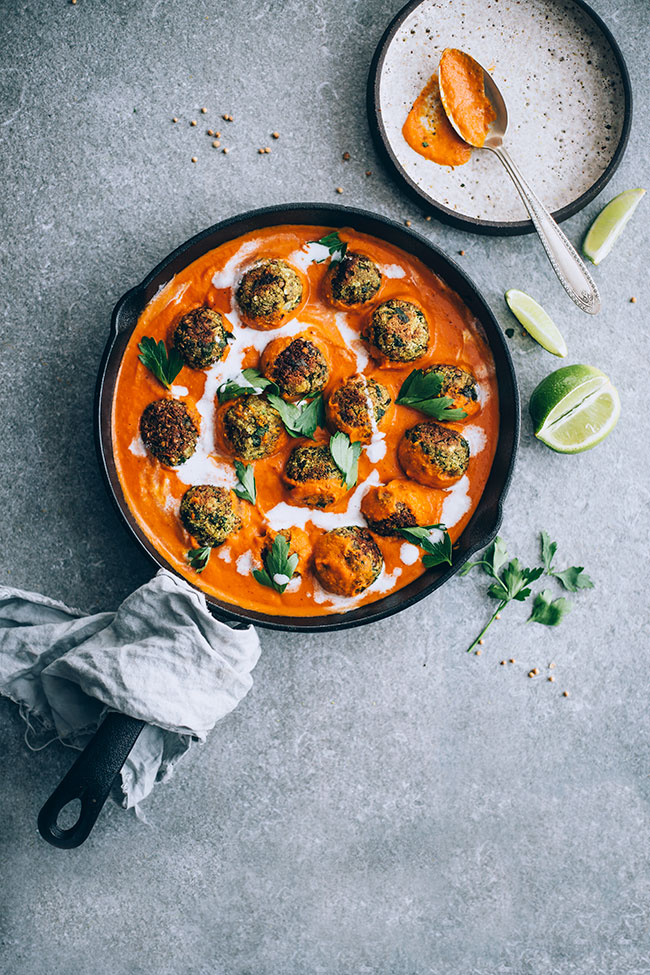 Easy vegan lentil meatballs in spiced sauce #pumpkin #lentil #meatballs #vegan | TheAwesomeGreen.com