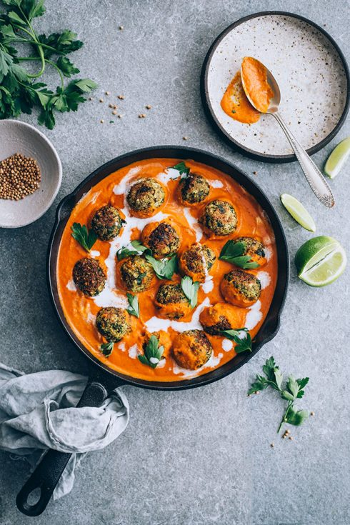 Easy vegan lentil meatballs with spiced tomato pumpkin sauce and coconut milk #pumpkin #lentil #meatballs #vegan #coconut | TheAwesomeGreen.com