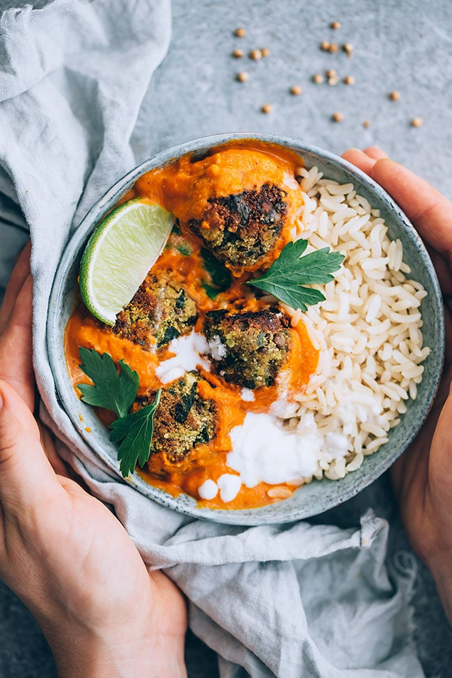 Easy lentil meatballs in spiced sauce over brown rice #pumpkin #lentil #meatballs #vegan | TheAwesomeGreen.com