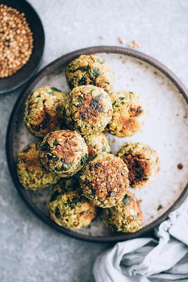 Vegan lentil meatballs #lentil #vegan #meatballs | TheAwesomeGreen.com