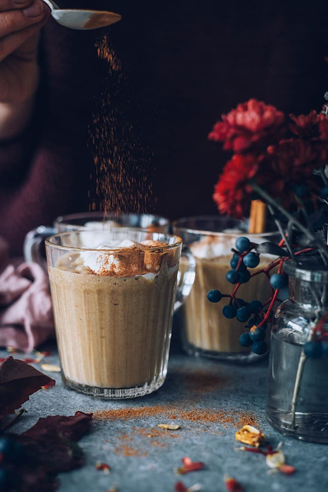 Easy pumpkin spice latte in the blender #vegan #pumpkinspice #pumpkin | TheAwesomeGreen.com