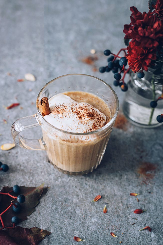 Pumpkin spice latte, vegan and refined sugar-free #pumpkinspice #latte #pumpkin #vegan | TheAwesomeGreen.com