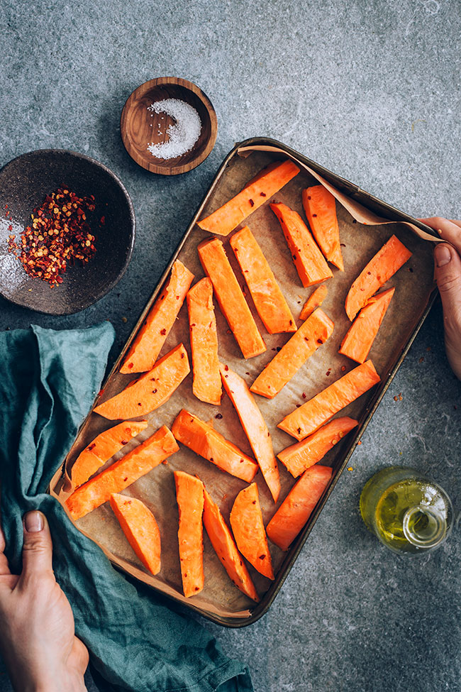 Easy steps for the perfectly roasted sweet potato fries #vegan #hormonebalance | TheAwesomeGreen.com