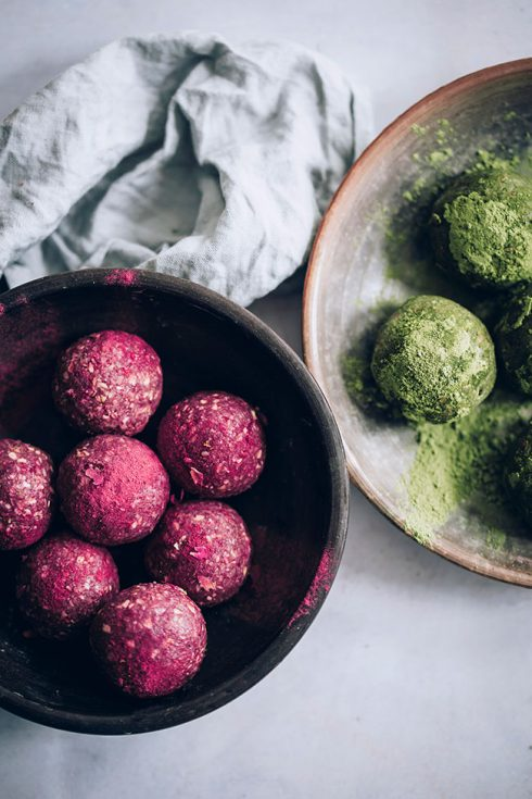 Seed cycling balls - the easy way to follow a hormone balancing routine #vegan #seedcycling #hormonebalance | TheAwesomeGreen.com