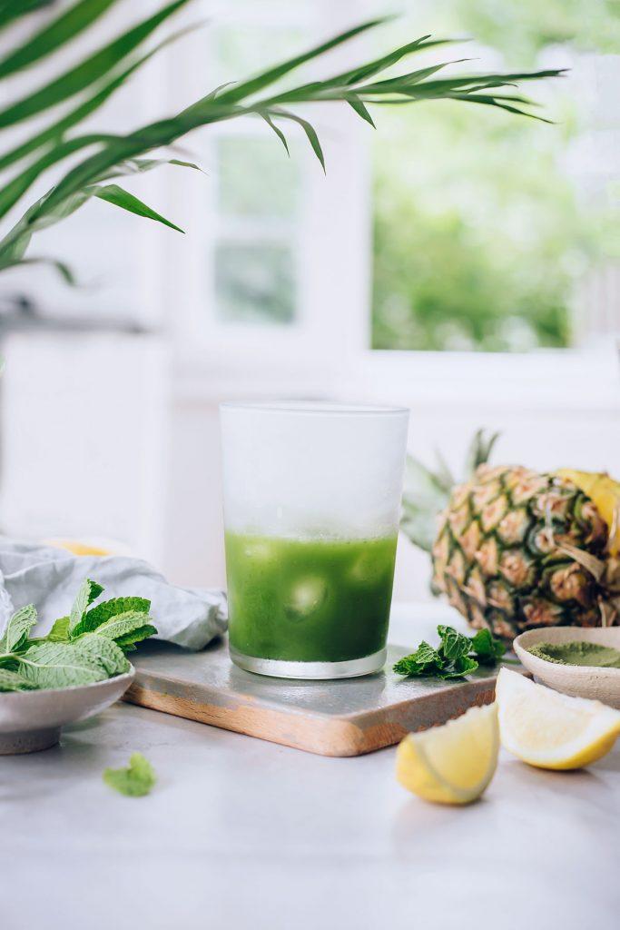Tropical Detox Tea with Matcha, Mint and Pineapple #detoxtea #detox #summer #raw #matcha #hormonebalance | TheAwesomeGreen.com
