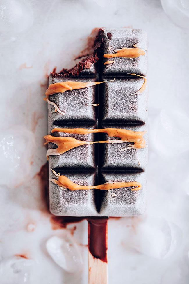 Creamy low-carb keto chocolate peanut butter ice-cream #vegan #keto #healthy #icecream #summer | TheAwesomeGreen.com